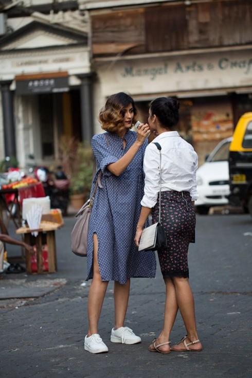 6 Gợi ý cách mặc đẹp đơn giản và cuốn hút với shirt dress elle Vietnam 04