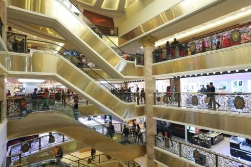 Không gian bên trong khu trung tâm mua sắm