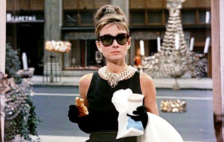 Breakfast at Tiffany's được xem là bộ phim huyền thoại của nữ minh tinh nổi tiếng Audrey Hepburn.