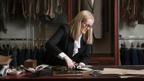 Cách đây 20 năm, không dễ gì để thấy được một người phụ nữ làm việc tại Savile Row. Tuy nhiên ngày càng nhiều phụ nữ làm việc tại những nhà may lớn tại Savile Row.