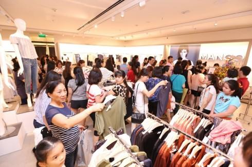 Mua sắm quần áo thời trang tại Mango Mega Store TP.HCM elle Vietnam 01
