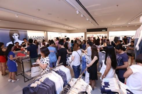 Mua sắm quần áo thời trang tại Mango Mega Store TP.HCM elle Vietnam 02