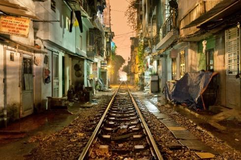 Đường sắt Hà Nội về đêm.