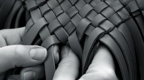 Phương pháp dệt da bằng tay chuyên biệt của hãng Bottega Veneta