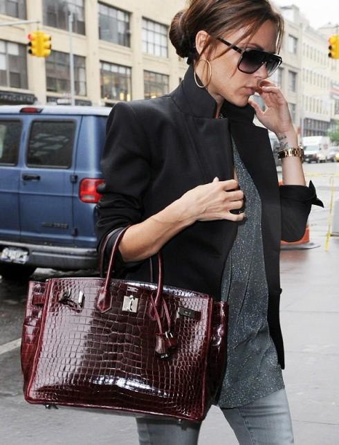 Trước khi trở thành NTK thời trang nổi tiếng, giới thời trang đã biết đến Victoria Beckham với tư cách là người phụ nữ sở hữu nhiều túi Hermes nhất.