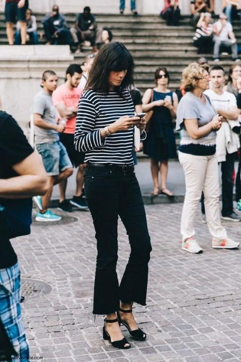 Cropped Jeans bao gồm nhiều phom dáng đa dạng hơn Mom Jeans với ống suông, ống loe.