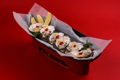 Mỗi món ăn là một tác phẩm nghệ thuật được decor khéo léo.
