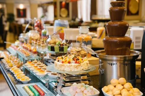 Từ 12:00 đến 16:30 khách sạn phục vụ tiệc trà chiều.