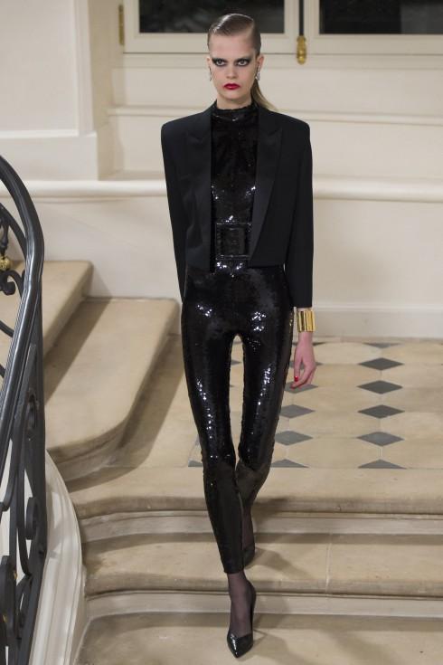 Thiết kế đính sequins vô cùng ấn tượng trong bộ sưu tập.
