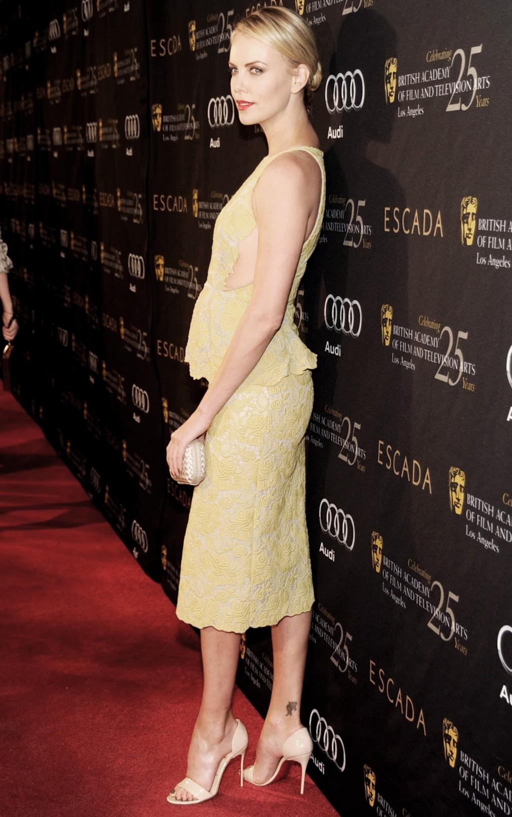 Nữ diễn viên Charlize Theron tham dự sự kiện BAFTA tại Los Angeles