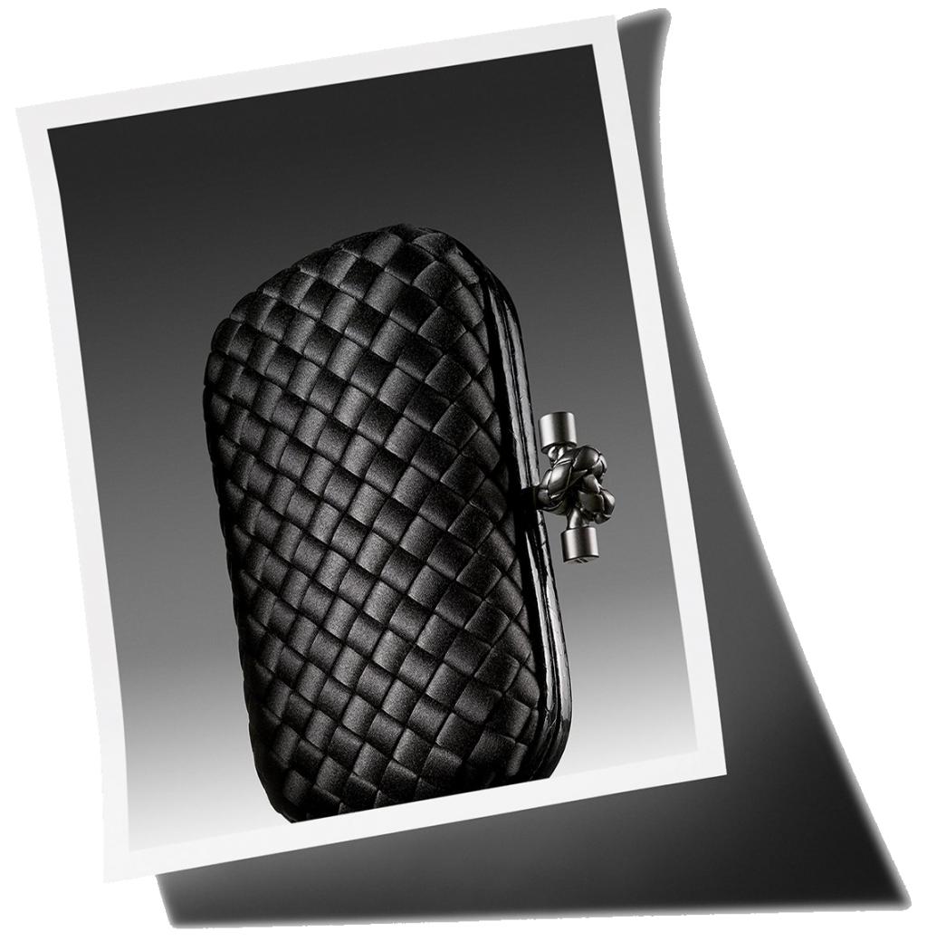 Phiên bản đan da Intrecciato của mẫu clutch tay Knot