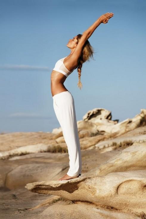 5 bài tập Yoga cơ bản cho người mới bắt đầu - ELLE Việt Nam (5)