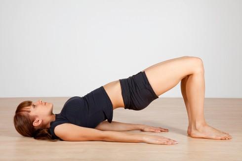 5 bài tập Yoga cơ bản cho người mới bắt đầu - ELLE Việt Nam (3)