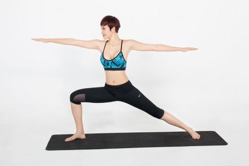 5 bài tập Yoga cơ bản cho người mới bắt đầu - ELLE Việt Nam (1)