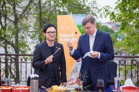 ngài đại sứ đặc mệnh toàn quyền Úc tại Việt Nam, ông Hugh Borrowman, và giám khảo Master Chef Vietnam, ông Luke Nguyễn