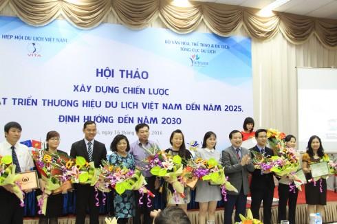 """Khách sạn InterContinental Hanoi Westlake vinh dự là 1 trong 10 khách sạn tại Việt Nam và đồng thời cũng là đơn vị duy nhất tại Hà Nội được đón nhận giải thưởng """"Khách sạn xanh ASEAN 2016-2018"""""""
