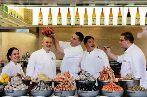Đội ngũ những Bếp trưởng xuất sắc nhất của khách sạn JW Marriott Hanoi cùng nhau tạo nên Bữa trưa Chủ Nhật đặc sắc nhất thành phố.