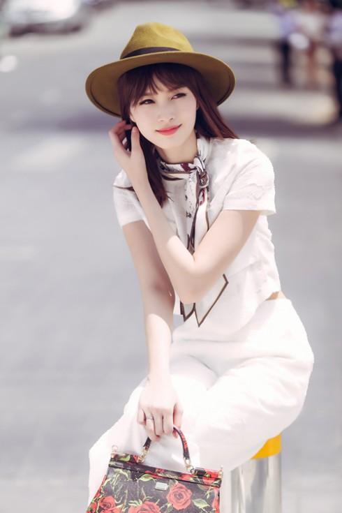 Phong cach thoi trang Dang Thu Thao 09