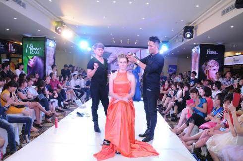 Show trình diễn thời trang tóc lấy cảm hứng ứng dụng làm đẹp tóc trong đời sống thường nhật.