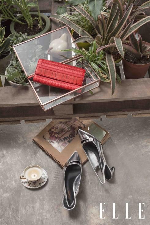 Giày sling-back Louis Vuitton, Ví cầm tay đan da Intrecciato Bottega Veneta