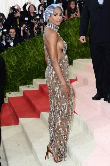 Ca sỹ Ciara trong thiết kế riêng của H&M
