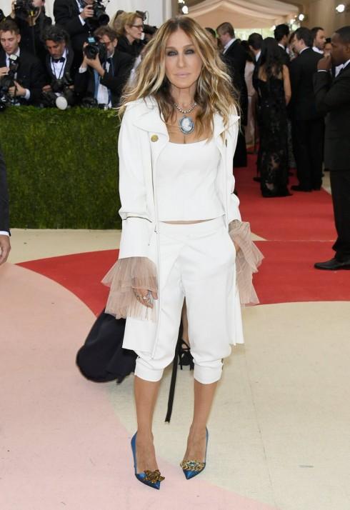 Biểu tượng thời trang Sarah Jessica Parker với bộ trang phục đáng thất vọng tại MET Gala 2016