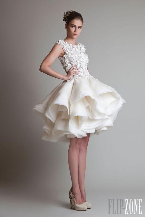 Gợi ý chọn váy cưới đẹp cho cô dâu có chiều cao khiêm tốn - ellevietnam 10