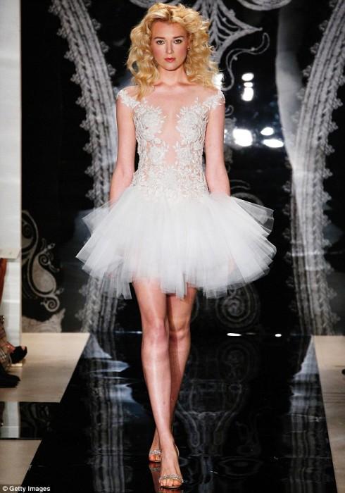 Gợi ý chọn váy cưới đẹp cho cô dâu có chiều cao khiêm tốn - ellevietnam 11