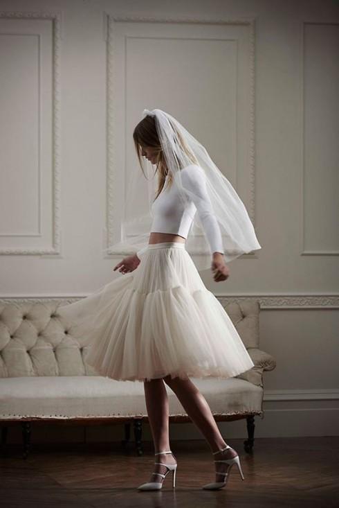 Gợi ý chọn váy cưới đẹp cho cô dâu có chiều cao khiêm tốn - ellevietnam 12
