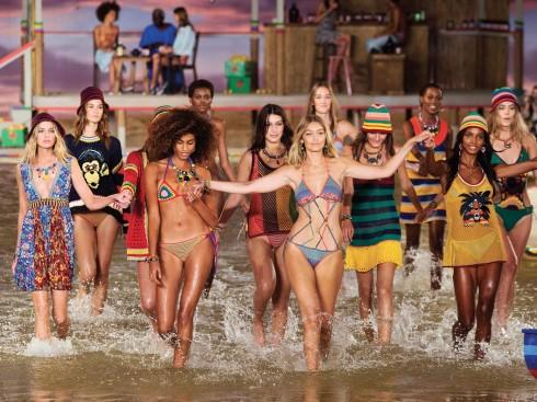 Show diễn Xuân-Hè 2016 của Tommy Hilfiger tràn ngập những thiết kế trẻ trung, đầy màu sắc dành cho nhóm đối tượng thế hệ Z.