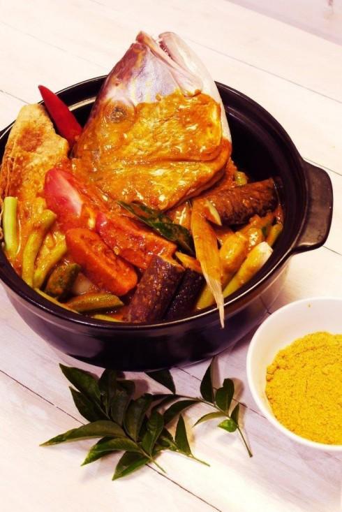 Món ăn là sự pha trộn tinh hoa của các nền văn hóa ẩm thực Ấn Độ, Trung Quốc và Mã Lai