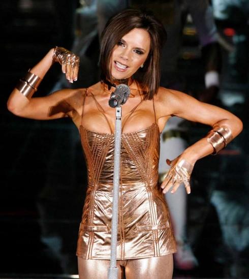 Vitoria Beckham bi buoc hat nhep suot thoi Spice Girls – ellevn -01
