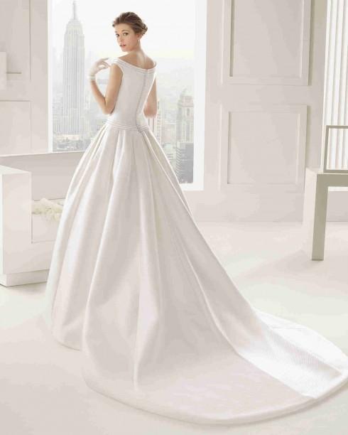 Bạn có thích một kiểu váy đơn giản như thế này?