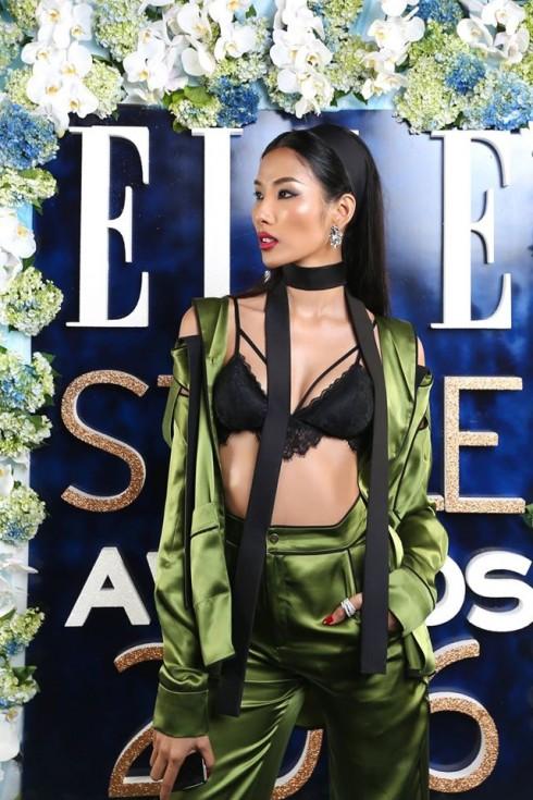 Hoàng Thùy - Trang phục: NTK Lê Thanh Hòa