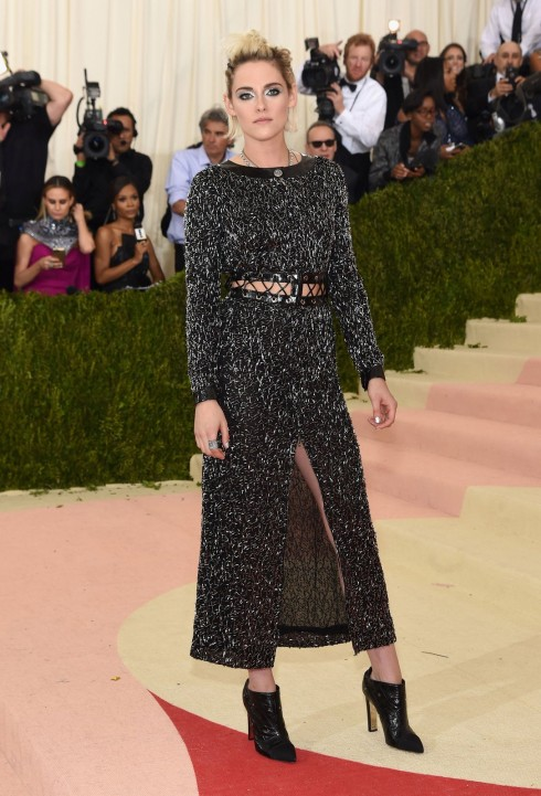 Kristen Stewart trong trang phục Chanel
