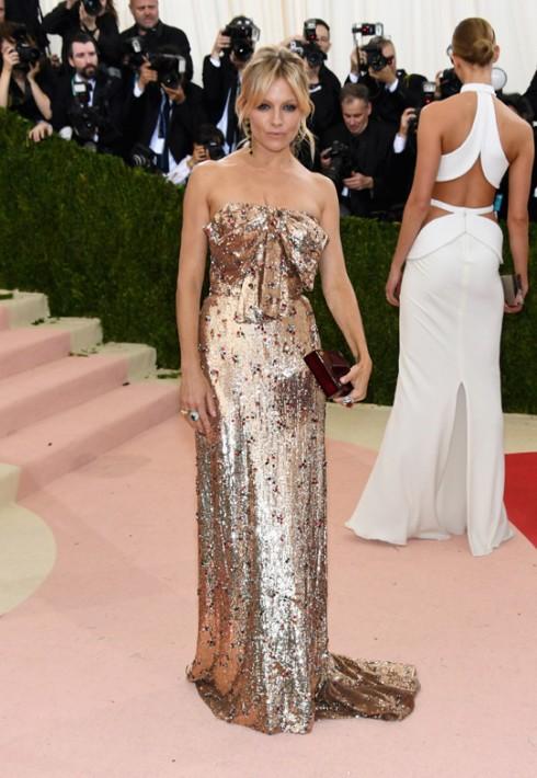 Sienna Miller trong trang phục Gucci và nữ trang Cartier