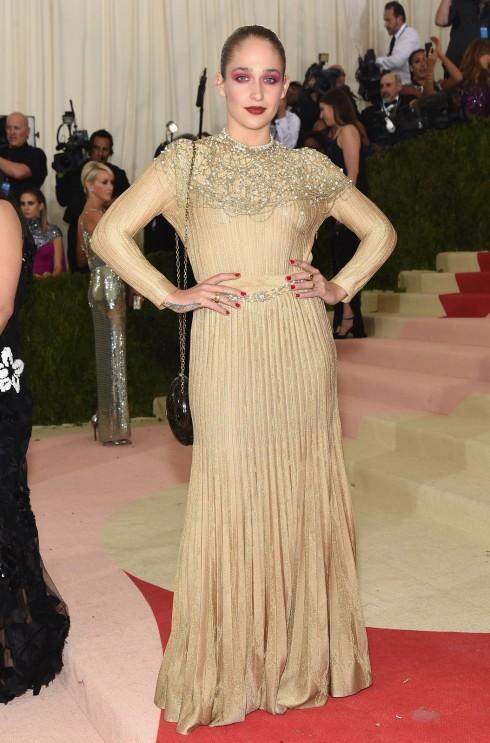 Jemima Kirke trong trang phục Chanel