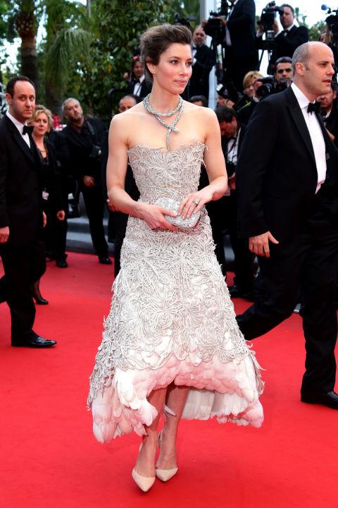 Nữ diễn viên Jessica Biel kiêu sa trong chiếc váy Marchesa tuyệt đẹp khi tham dự buổi công chiếu phim Inside Llewyn Davis của ông xã, nam ca sĩ Justin Timberlake, thuộc khuôn khổ Liên hoan phim Cannes 2013.