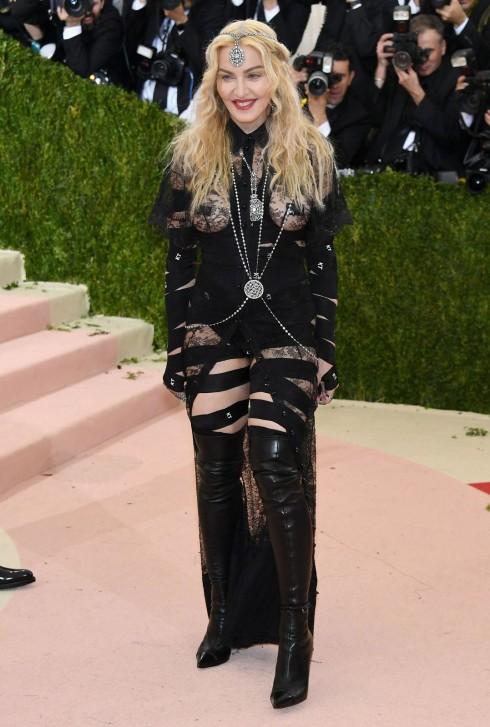 Madonna trong trang phục Givenchy