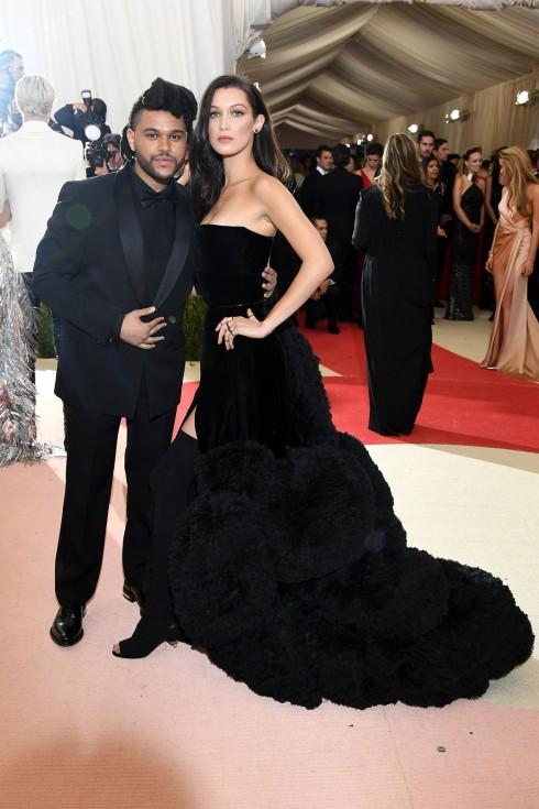 Bella hadid trong trang phục Givenchy