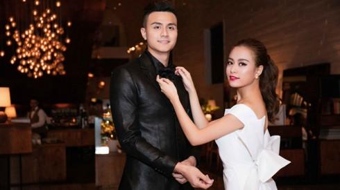 Hoàng Thùy Linh liên tục chỉnh sửa áo, kiểu tóc cho Vĩnh Thụy trên thảm đỏ