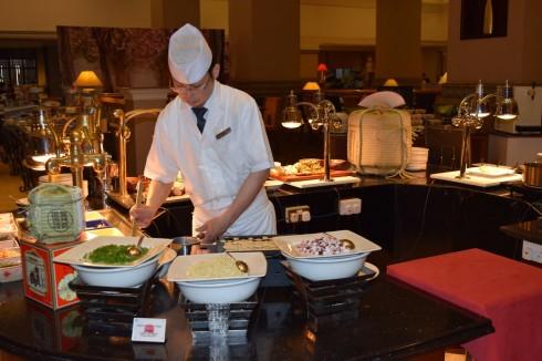 Đầu bếp Yoshinori Nagaoku đến từ khách sạn Sheraton Hiroshima.