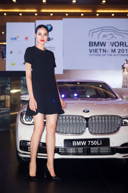 Hoa hậu Phạm Hương - Đại sứ của thương hiệu BMW.