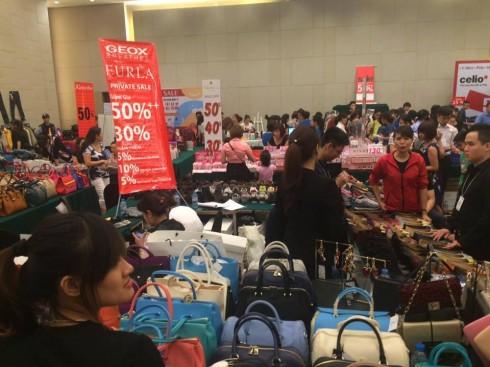 Đến với ngày hội mua sắm ELLE Shopping Fun để có cơ hội mang về cho mình những sản phẩm cao cấp với mức giá ưu đãi.