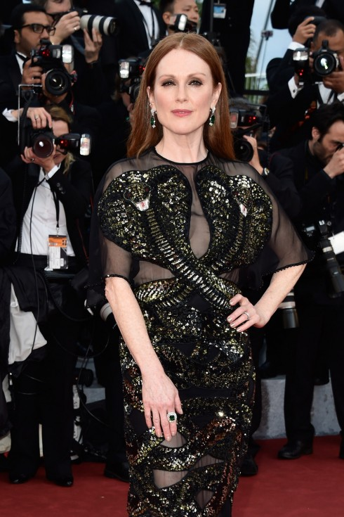 Julianne-Moore-Cannes-Film-Festival-2016-Opening-Night-Gala-Red-Carpet-Fashion-Givenchy-Couture-Tom-Lorenzo-Site-1