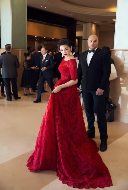 Lý Nhã Kỳ nổi bật với sắc đỏ cổ điển tại Cannes 2016 03
