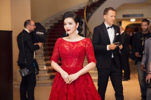 Lý Nhã Kỳ nổi bật với sắc đỏ cổ điển tại Cannes 2016 06