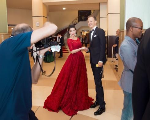 Lý Nhã Kỳ nổi bật với sắc đỏ cổ điển tại Cannes 2016 10