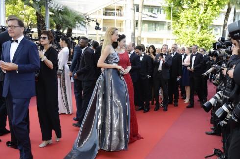 Lý Nhã Kỳ nổi bật với sắc đỏ cổ điển tại Cannes 2016 12