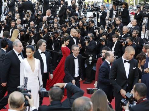 Lý Nhã Kỳ nổi bật với sắc đỏ cổ điển tại Cannes 2016 13